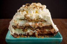 S'mores Icebox Cake Icebox Desserts, Icebox Cake Recipes, Frozen Desserts, No Bake Desserts, Delicious Desserts, Dessert Recipes, Cold Desserts, French Desserts, Pudding Desserts