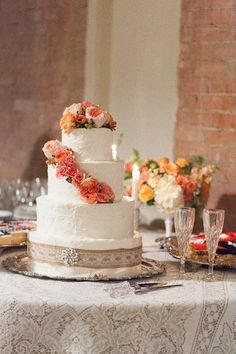 burlap and lace cake table ideas