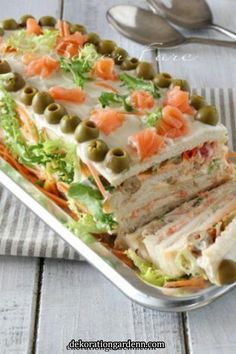 Healthy Dinner Recipes, Appetizer Recipes, Appetizers, Cooking Recipes, Sandwich Cake, Tea Sandwiches, Kreative Snacks, Food Garnishes, Food Platters