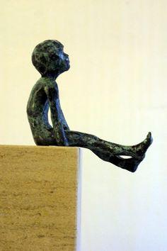 Daydreamer by Alison Bell @ http://www.creativeartsgallery.com/3d-art/sculpture/bronze-(22)/daydreamer/ - £650