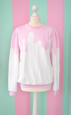 White fairy kei pullover with pink sauce ! A sweet sweatshirt for an everyday look.This would look good with jeans or you could get a bit crazy with it an wear it with lime green pencil skirt and a pair of bright yellow booties. Estilo Goth Pastel, Pastel Goth Fashion, Pastel Goth Clothes, Fashion Goth, Pastel Goth Shoes, Korean Fashion Pastel, Pastel Outfit, Kawaii Clothes, Diy Clothes