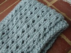 Pretty cowl/headband pattern with a modified, simple lace pattern...going to try this one soon!