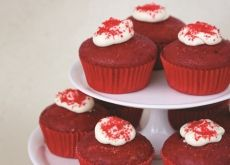 healthy red velvet cupcakes with beetreoot. Healthy Junk, Healthy Recipes, Red Velvet Cupcakes, Food Out, Party Cakes, Cupcake Recipes, No Bake Cake, Sweet Treats, Tasty