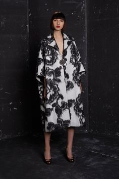 See the complete Paule Ka Fall 2016 Ready-to-Wear collection.