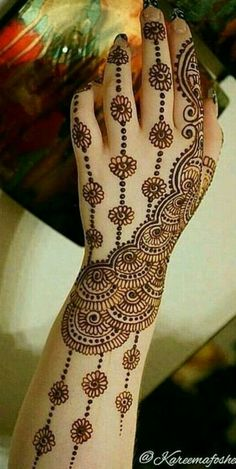 Latest Amazing Mehndi Designs For Parties Hello Guys! here you will see Latest Mehndi Designs with Amazing Patterns for your Hands and. Easy Mehndi Designs, Latest Mehndi Designs, Henna Tattoo Designs Simple, Back Hand Mehndi Designs, Henna Art Designs, Mehndi Designs For Girls, Mehndi Designs For Beginners, Mehndi Design Photos, Beautiful Henna Designs