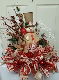 Home Decorating Style 2019 for 45 Best Of Christmas Centerpiece Ideas, you can see 45 Best Of Christmas Centerpiece Ideas and more pictures for Home Interior Designing 2019 at Homeoo. Christmas Mesh Wreaths, Christmas Swags, Christmas Items, Christmas Projects, All Things Christmas, Holiday Crafts, Christmas Holidays, Merry Christmas, Christmas Ornaments