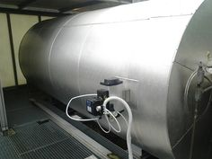 An heat exchanger allows to recover thermal energy from the fumes to preheat the inlet gases.