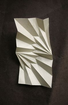 Radial V - III III MMIX by AndreaRusso, via Flickr ... And it's just paper. Du papier et des idées