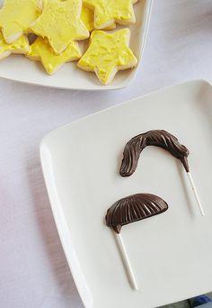 Galletas de estrella y mostachos de chocolate / Star cookies and chocolate moustaches