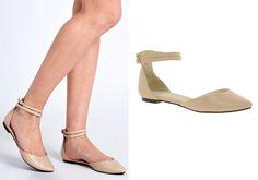 Színes+ruhához+szintén+jó+választás+a+bokapántos,+bézs,+lapos+sarkú+cipő.
