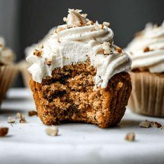 20 Moist And Fluffy Cupcakes Recipes - Karen Monica Maple Bacon Cupcakes, Easy Vanilla Cupcakes, Fluffy Cupcakes, Moist Cupcakes, Baking Cupcakes, Yummy Cupcakes, Moist Cupcake Recipes, Homemade Cupcake Recipes, Strawberry Filled Cupcakes