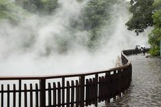 Autumn is quietly coming in Taiwan. It's a good time to have a hot spring (Taiwan is quite famous of it!) The vapor is geothermal energy, materials of hot spring! Geothermal Energy, Hot Springs, Niagara Falls, Taiwan, Places, Nature, Marvel, Cold, Bath