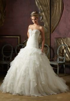 Crystal Beaded Wedding Dress Designed with Ruffled Organza