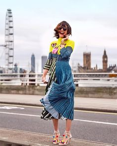 7 Major Spring Trends Spotted At London Fashion Week - Pleated Fashion Details, Love Fashion, High Fashion, Fashion Trends, London Fashion, Pompom Sandals, Mode Chic, Street Style, Spring Trends