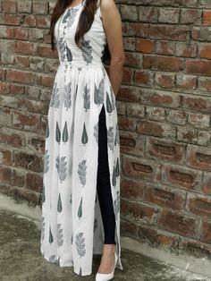 Shop online White and green block printed cape Block print malmal maxi in twin block print fully lined Indian Fashion Dresses, Indian Gowns Dresses, Dress Indian Style, Indian Designer Outfits, Indian Outfits, Designer Dresses, Fashion Outfits, Cotton Dress Indian, Indian Wedding Gowns