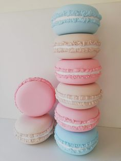ONE Giant Macaron M - 40 cm) Party decor - Storefront decoration Sweet photo shooting Sweet 16 - Baby kids children photography props Cute Food, Yummy Food, Photography Props Kids, How To Make Macarons, Macaroon Recipes, Cute Desserts, Candy Party, Candy Shop, Candyland