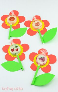 Super simple lollipop flowers fun crafts, valentine's day crafts for k Valentine's Day Crafts For Kids, Crafts To Do, Easy Crafts, Arts And Crafts, Paper Crafts, Summer Activities For Kids, Craft Activities, Flower Crafts, Easy Peasy