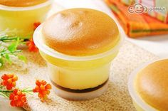 nice dessert - Japanese-style Cream Brulee @ Taipei   來自五星主廚的精心調配!【日式布丁燒】底層焦糖夾進極致香誘的鮮奶布丁,再蓋上特製燒蛋糕,保證讓全家大小徹底投降的超人氣甜品! Japanese Cheesecake, Pudding Cups, Creme Caramel, Egg Tart, Cake Shop, Creme Brulee, Food To Make, Panna Cotta, Bakery