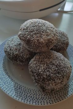 A Kmart Pie Maker fan has made Australia Day LAMINGTONS in the $29 gadget - and they look SO good! | New Idea Food