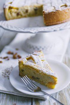 La crostata di ricotta alla romana è ricca e saporita, un dessert dalle note leggermente alcoliche perfetto per concludere un pasto da re!