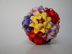 Hana no Kusudama NR.31 Designer: Mariko Kubo Parts: 5*12 Paper's size : 4*7 - 5,8 cm Joined with : glue Final height: 9 cm Diagram: Mariko Kubo - Hana No Kusudama Page. 70