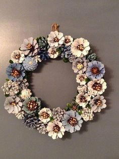 Pine cone decorations silver and gold wreath decorating pine cones for christmas martha stewart . Christmas Crafts For Kids, Fall Crafts, Home Crafts, Christmas Wreaths, Arts And Crafts, Christmas Decorations, Diy Crafts, Diy Christmas, Country Christmas