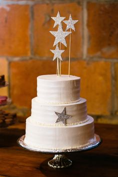 ~  we ❤ this! moncheribridals.com  #weddingcake