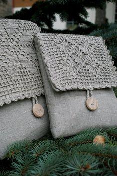 Items similar to iPad Sleeve Case Bag /padded/ linen/strap on Etsy, Diy Abschnitt, Crochet Handbags, Crochet Purses, Crochet Bags, Fabric Bags, Linen Fabric, Fabric Crafts, Sewing Crafts, Pochette Diy, Embroidery Bags
