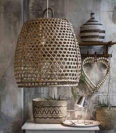 Mand & Mand – manden - STOREBROR - Broste Copenhagen - Go Round - Nordic Sea servies- hanenmand lamp - opbergmanden - boodschappenmanden - woonaccessoires - Rattan Lampe, Home Interior, Interior Decorating, Florida Decorating, Balinese Decor, Deco Luminaire, Futuristic Interior, Exposed Brick Walls, Natural Homes