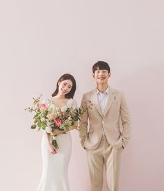 Pre Wedding Poses, Pre Wedding Photoshoot, Wedding Couples, Korean Wedding Photography, Outdoor Wedding Photography, Korean Photoshoot, Photoshoot Ideas, Civil Wedding, Studios