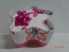 Caja en cartón corrugado estampado de flores. #CajasDeRegaloCali #EmpaquesParaRegalosMedellin