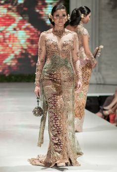 The Ritz-Carlton Wedding Fair 2014 – Anne Avantie – The Actual Style Kebaya Lace, Batik Kebaya, Kebaya Dress, Batik Dress, Kebaya Hijab, Kebaya Wedding, Disney Wedding Dresses, Pakistani Wedding Dresses, Wedding Hijab