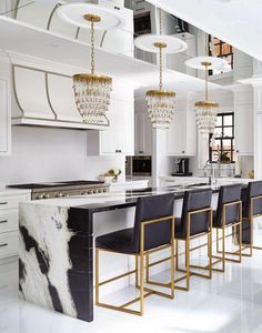Modern Kitchen Interior Remodeling Cozinha preto e branco - Luxury Kitchen Design, Best Kitchen Designs, Luxury Kitchens, Interior Design Kitchen, Cool Kitchens, Design Bathroom, History Of Interior Design, Remodeled Kitchens, Stone Interior