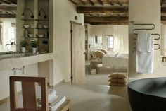 Baños integrados en el dormitorio Glass Bathroom, Bathtub, Furniture, Design Ideas, Home Decor, Diy, Open Frame, Freestanding Bath, Light Installation