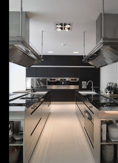Brilliantly executed #modern #chefs #kitchendesign