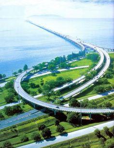 Penang Bridge (Malay:Jambatan Pulau Pinang, Mandarin:槟城大桥; Tamil:பினாங்கு பாலம்) connecting the island of Penang with the peninsular via North-South Expressway.