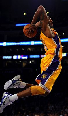 Now is the time to begin finding out more about basketball. You are a player with love for the sport. Yet you do not know all there is to know about being a good basketball player. This article helps you learn a few things. Sport Basketball, Basketball Legends, Basketball Players, Bryant Basketball, Basketball Wives, Sport Football, Kobe Bryant Family, Lakers Kobe Bryant, Los Angeles Lakers