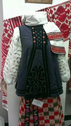 Ukrainian traditional folk costume, Poltava region, Ukraine. Украинский народный костюм, Полтавская область, Украина.