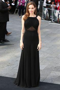 Angelina Jolie en robe Saint Laurent par Hedi Slimane sur-mesure à la première de World War Z à Londres, le 2 juin 2013