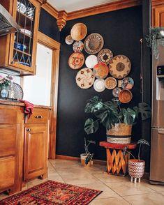 Bohemian Wall Art Design, Home Accessories, Bohemian Wall Art Design. Home Decor Baskets, Baskets On Wall, Diy Home Decor, Living Room Decor, Bedroom Decor, Kitchen Wall Art Decor, Wall Art Bedroom, Bedroom Shelves, Bedroom Quotes