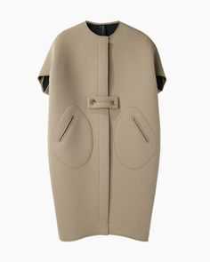 Zero + Maria Cornejo / Ayah Cocoon Coat note: button and pocket details Fashion Details, Look Fashion, Winter Fashion, Womens Fashion, Fashion Trends, Fashion Design, High Fashion, Neoprene Fashion, Street Style Outfits