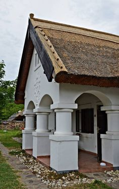 Hut House, Cozy House, Old Country Houses, Hungary Travel, Heart Of Europe, Vernacular Architecture, Country Style Homes, Budapest Hungary, Travelogue
