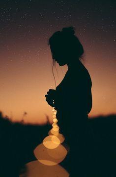 Broken crayons still colour.so do broken hearts Silhouette Photography, Shadow Photography, Girl Photography Poses, Tumblr Photography, Light Photography, Creative Photography, Fotografie Hacks, Kreative Portraits, Shadow Pictures