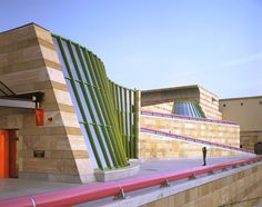 Neue Staatsgalerie (New State Gallery) Stuttgart Germany (1984) | James Stirling, Michael Wilford and Associates | © Alastair Hunter