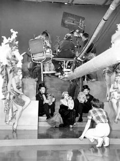 Bing Crosby,Rosemary Clooney and Danny Kaye on the set of White Christmas White Christmas Movie, Christmas Movies, Vintage Christmas, Holiday Movies, Golden Age Of Hollywood, Vintage Hollywood, Classic Hollywood, Hollywood Party, Old Movies