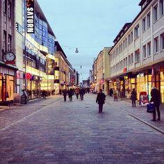 the city #rostock #mecklenburg #streetview #vanishingpoint #xmarksthespot #ig_germany #snapshot #citypics #perspective_lovers (hier: Kröpeli...