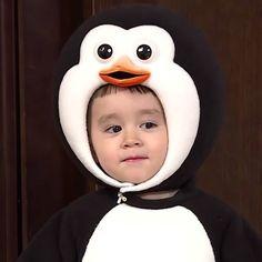 Bentley Wallpaper, Iphone Wallpaper, Funny Babies, Cute Babies, Triplet Babies, Superman Kids, Ulzzang Kids, Cute Baby Photos, Korean Babies