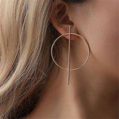 Nueva. Un par de pendientes de infinito en plateado riñón oreja Cables