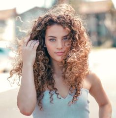 Messy hair don't care Most Beautiful Faces, Beautiful Redhead, Beautiful Eyes, Sofie Dossi, Brown Curly Hair, Curly Girl, Messy Hairstyles, Dreads, Portrait Photography