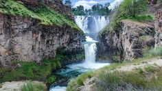 There are at least 238 waterfalls in Oregon, and there's so many that don't get the recognition they deserve. This little hidden gem is known as White River Falls State Park, and you will find just 35 miles south of the Dalles, along Highway Oregon Road Trip, Oregon Travel, Oregon Hiking, Oregon Vacation, Road Trips, Travel Usa, Usa Roadtrip, Travel News, Places To Travel